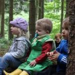 160703 Lena, Valentin und Liam auf Waldsofa