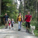 Familie im Wald, Foto: A. Friedel